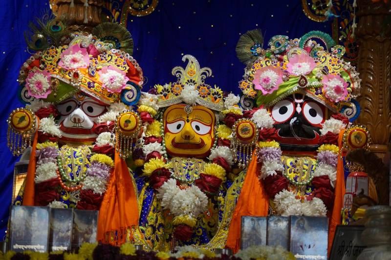 ISKCON Noida Deity Darshan 01 Jan 2017 (3)