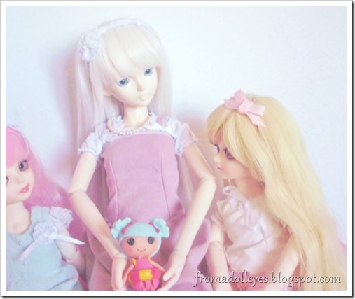 Trying to decide who gets to keep the toy.  The blond haired yosd bjd is counted out.