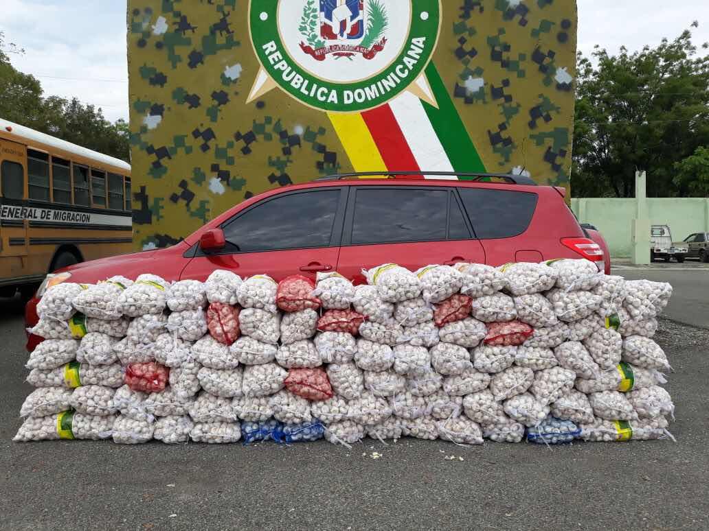 Miembros de la cuarta brigada del Ejército incauta más de dos mil libras de ajo de contrabando; otro golpe en contra del contrabando