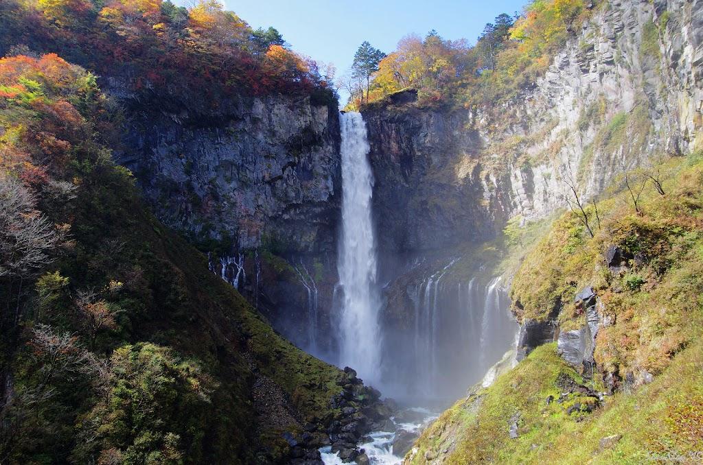 「華嚴瀑布 紅葉」的圖片搜尋結果
