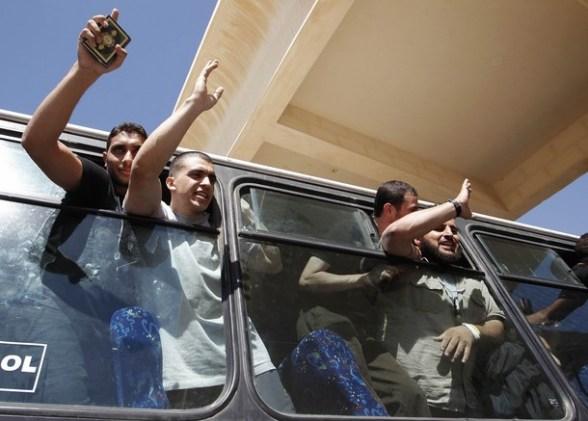 Exchange of Gilad Shalit for 1027 Arab Prisoners Arabs6