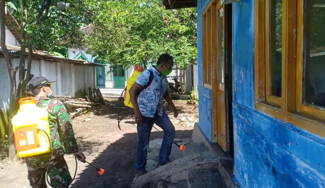 Desa Beladu Wetan Lakukan Penyemprotan Disinfektan dari Rumah ke Rumah
