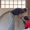 2011-04-08 12-47 moje prace stolarskie  w bazylice w Kisumu - forma do ceglanego łuku nad oknem.JPG