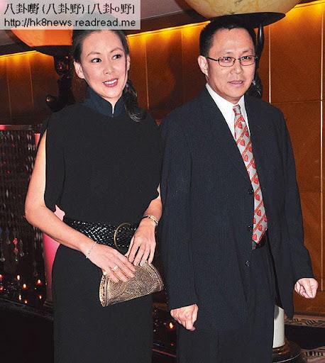 富貴老公開綠燈 <br><br>王馨平 01年與從事金融業的李家輝結婚,婚後不時陪丈夫出席慈善活動,打扮得靚靚做其闊太。