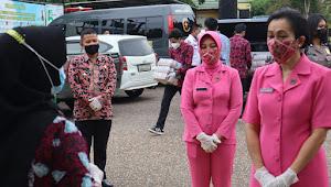 Ketua Bhayangkari Daerah Jambi dan Bhayangkari Polres Muarojambi Kunker dan Beri Bantuan ke Sekolah MAN Cendikia