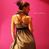 03-11 šaty šedivé s límcem