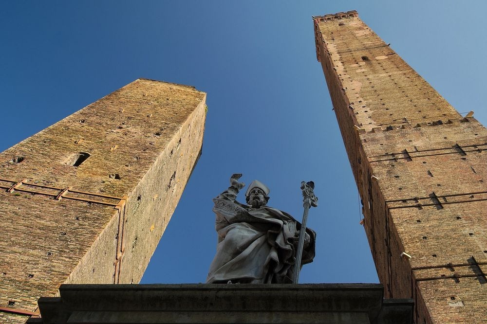 towers-of-bologna-6