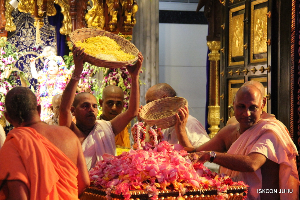 ISKCON Juhu Janmashtami Maha Abhishek on 25th Aug 2016  (69)