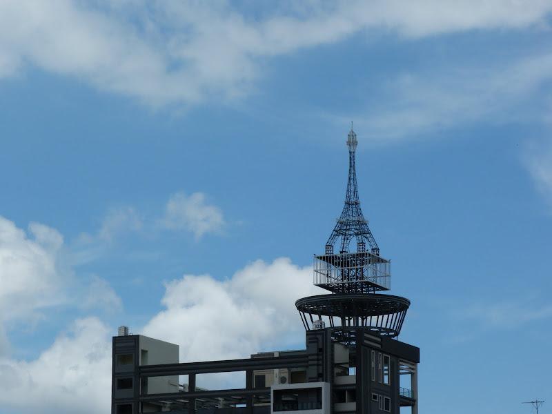 """La """"Tour Eiffel' de Puli au somment d'un nouvel hotel"""