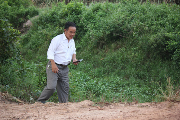 Ong Nguyen Trong Hoa Giam doc Chi nhanh nong truong chup anh so sinh vat nho do minh gay nuoi sinh ra