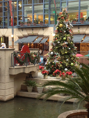san antonio river walk mall christmas