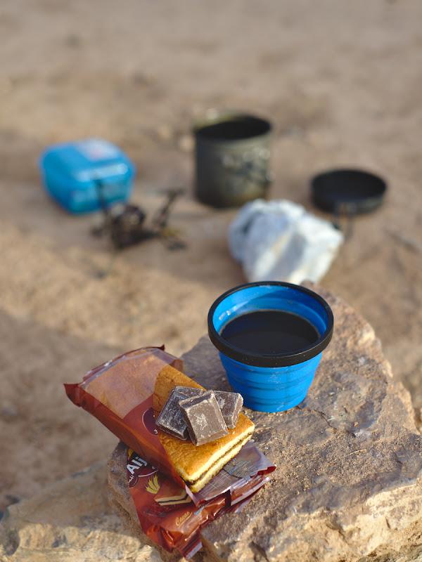 Cafea, ciocolata si dulciuri, modul perfect de a incepe ziua.