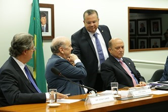 Rogério na Comissão do Pré-Sal com Serra (2)