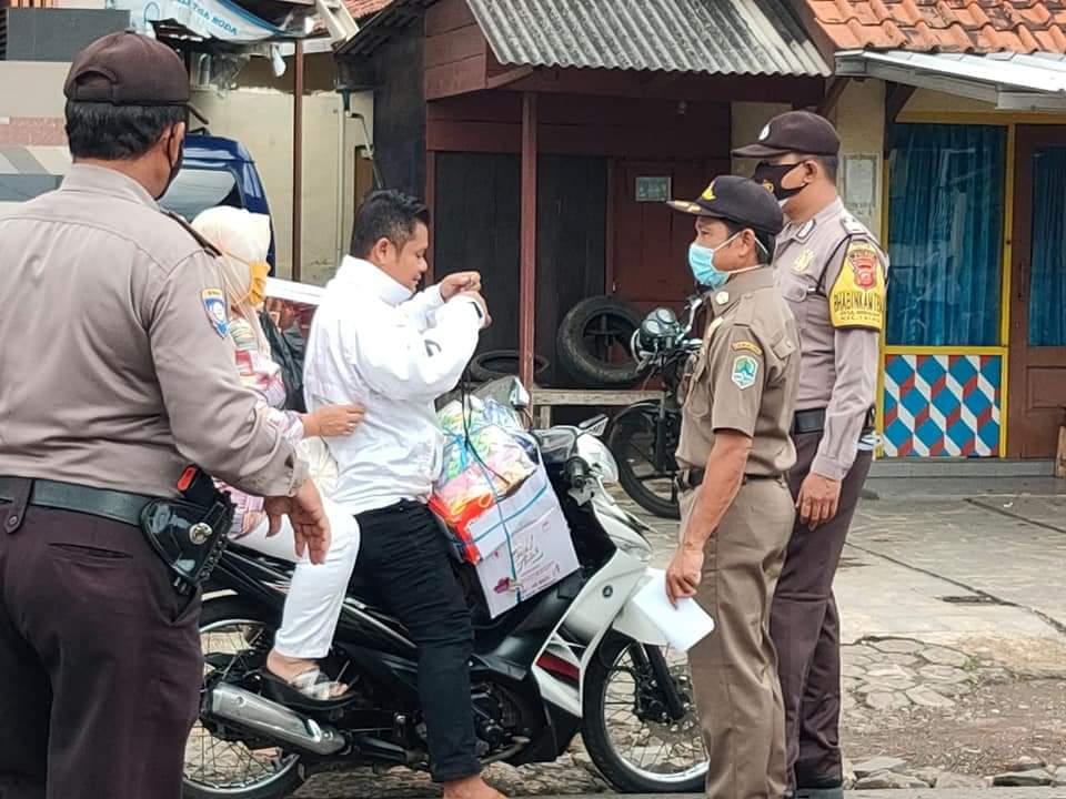 Polres Majalengka Polda Jabar Terus Lakukan Ops Yustisi Dan Bagikan Masker Gratis