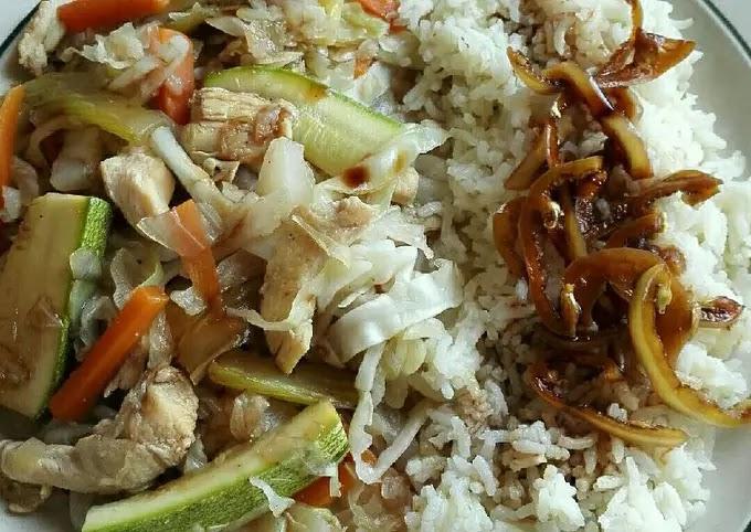 COMO SE PREPARA UN Repollo con pollo y arroz blanco AQUI LO SABRA