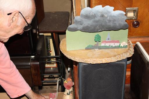 Zelf ontworpen lesmateriaal. Uitleg over de bliksem. Schuif het kerkje onder de wolk.....