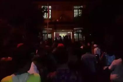 Biadab! Massa Non Muslim Gerudug Masjid Saat Ustad Burhanuddin Siagian Ceramah