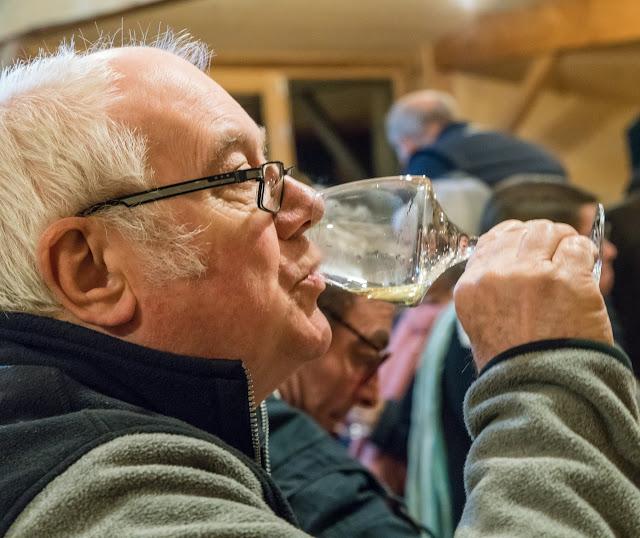 Dégustation des 2016 chardonnay et chenin sec et ... présentation de Freddy, le repreneur. guimbelot.com - 2017-11-18%2BD%25C3%25A9gustation%2Bdes%2B2016%2Bchardonay%2Bet%2Bchenin%2Bsec-110.jpg