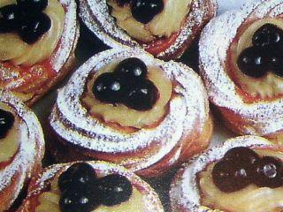 Bignè di san Giuseppe (St. Joseph's Day Cream Puffs)