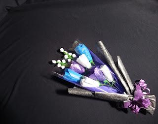 Buket bunga dari kresek plastik bekas