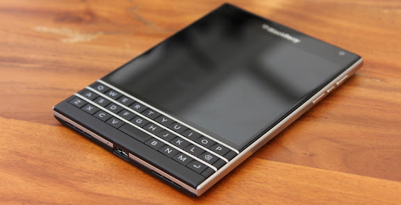 BlackBerry 10.3.1 update halted after BlackBerry Passport users face screen flickering issues