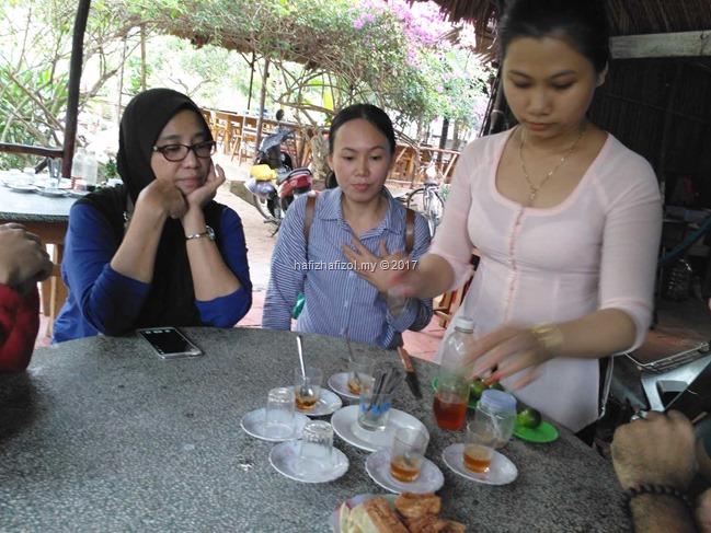 minum teh madu di sg mekong