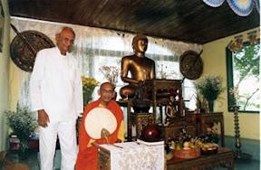 Bhante Vipassi Thero e Sr. Don Jayanetti  (ex-Bhikkhu Anurudha)