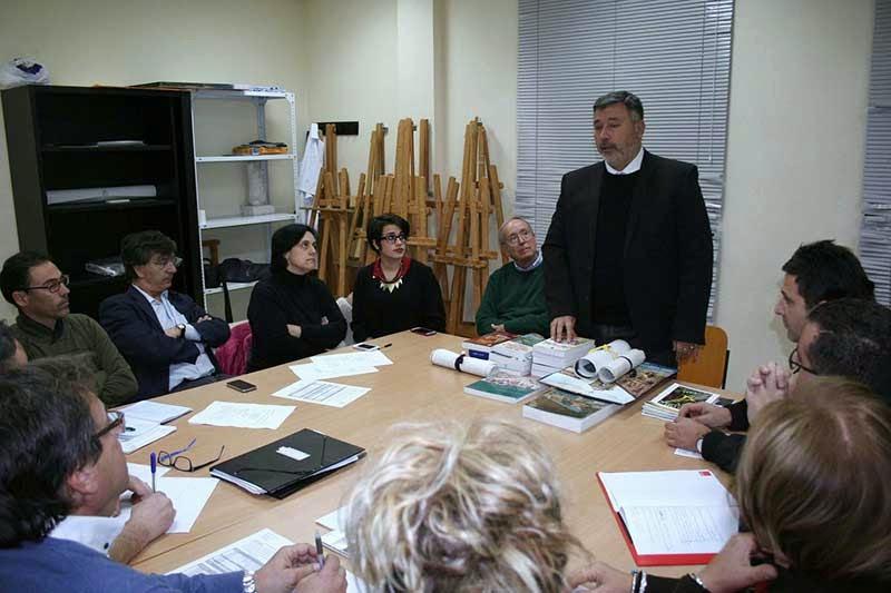 Entrega de libros y documentos del Cronista de Puebla de Soto