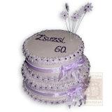 9. kép: Ünnepi torták - Lila virágos két szintes szalagos torta