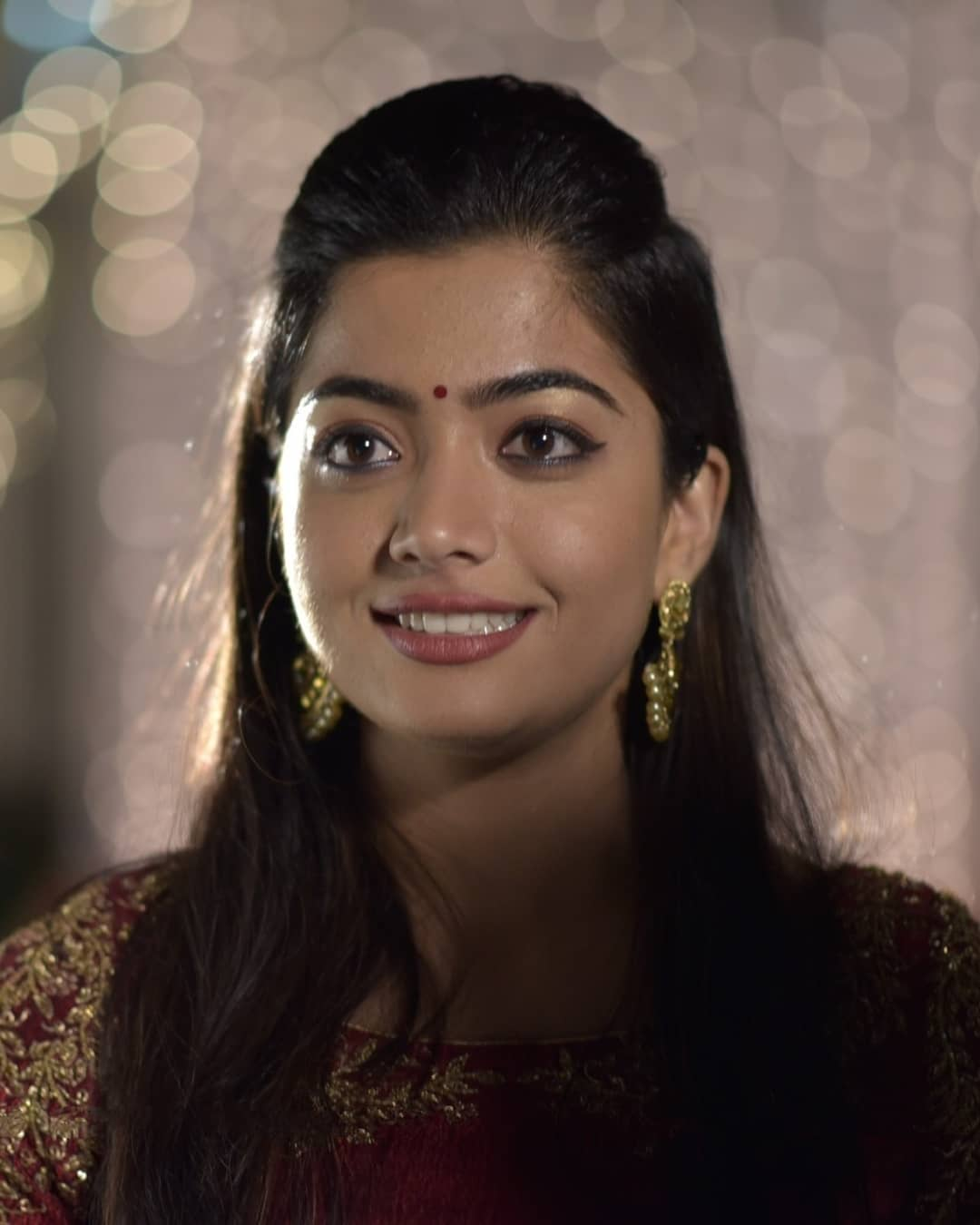 Rashmika mandana  IMAGES, GIF, ANIMATED GIF, WALLPAPER, STICKER FOR WHATSAPP & FACEBOOK