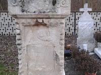 temető5-Egykor szebb napokat látott síremlék.jpg