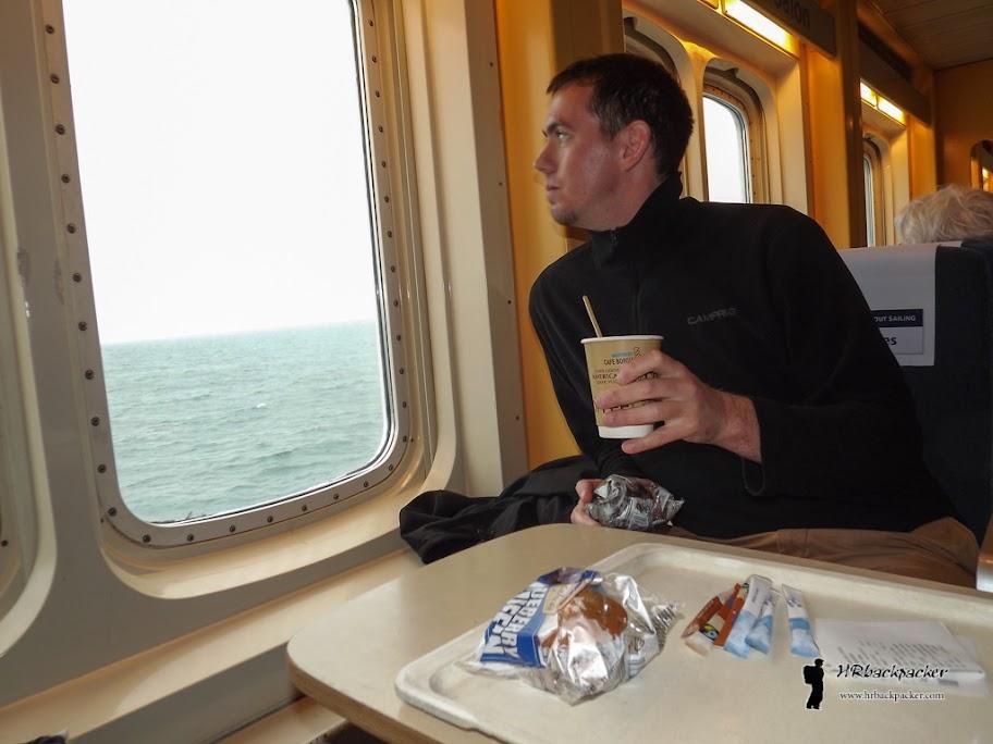 Uz prilično skupu kavu i sendviče, putovanje preko nemirnog Baltičkog mora prošlo je relativno brzo.