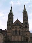 Ο καθεδρικός ναός στην πλατεία
