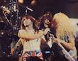 bon-jovi--bruce, Dee Snider y, bien escondido ahí atrás, Paul Stanley (Kiss), tocando Travelin de Creedence Clearwater Revival en el Monsters of Rock 87