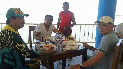 Tunggu Pelantikan, Bupati Bone Terpilih Santai di Tanjung Pallette