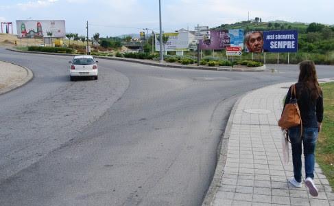"""Outdoor de Sócrates """"recebe"""" comitiva presidencial em Lamego"""
