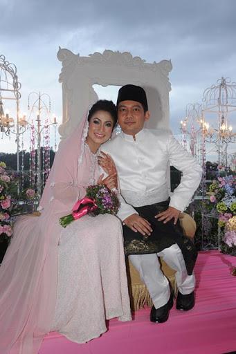 gambar pernikahan ezlynn dan adam fahmy