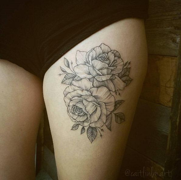 estes_vintage_blackwork_rosas_na_coxa