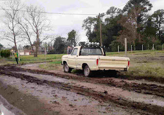 Camioneta en el fango