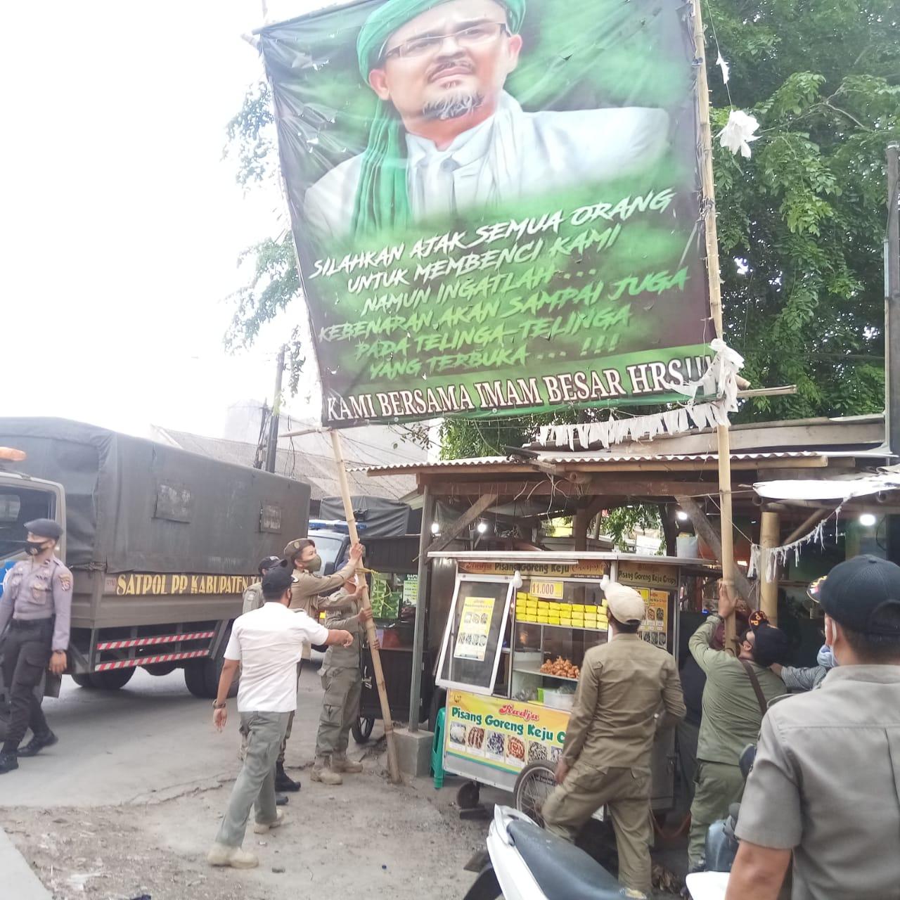 Pemkab Tangerang Tertibkan Ratusan Spanduk dan Baliho Tak Berizin