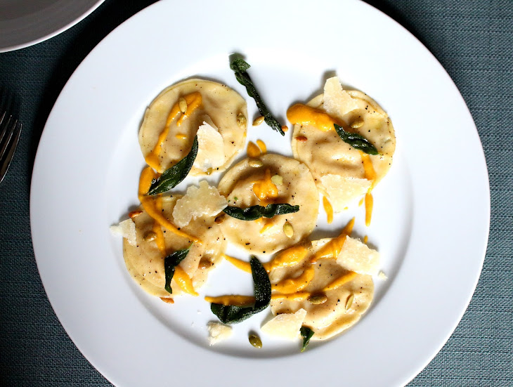 ... Ravioli with Toasted Pumpkin Seeds and Crispy Sage Recept | Yummly