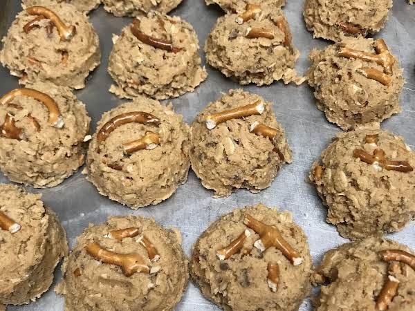 Peanut Butter Pretzel Toffee Cookies Recipe