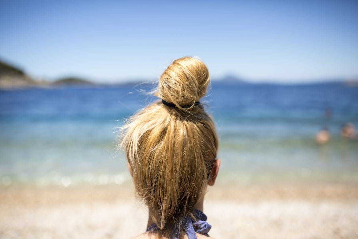 40+Latest styles Messy Buns -quick and easy ways! 14