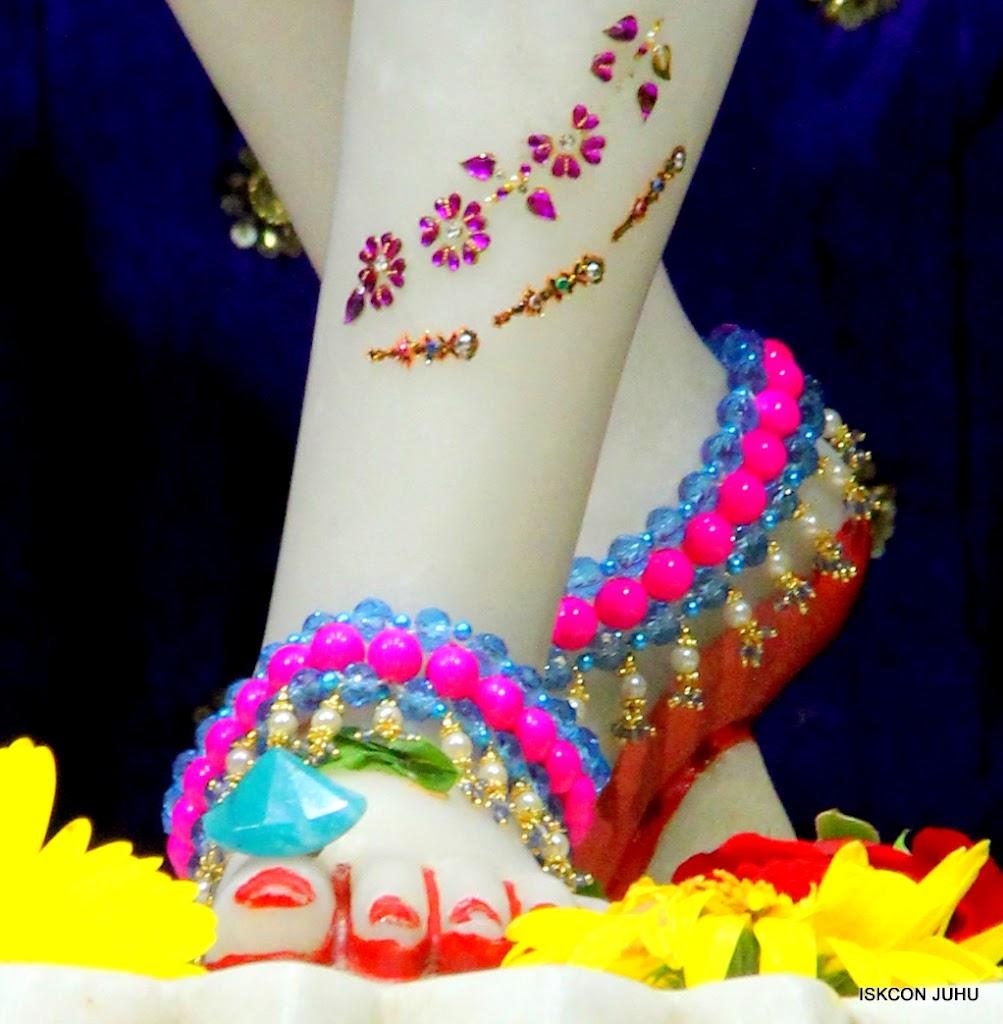 ISKCON Juhu Sringar Deity Darshan on 10th July 2016 (42)