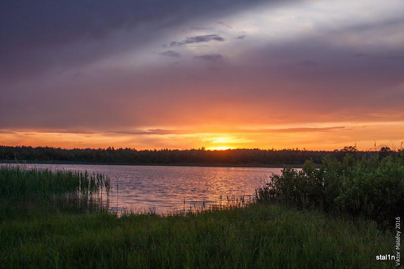 Захід сонця над озером Дошне