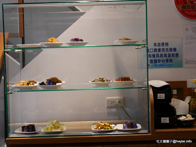 良品牛肉麵 馳騁43年的老字號台北車站牛肉麵 激推牛三寶麵跟炸排骨,黃金泡菜也好吃 完勝君悅的炸排骨 限量美食 中式料理 飲食集錦