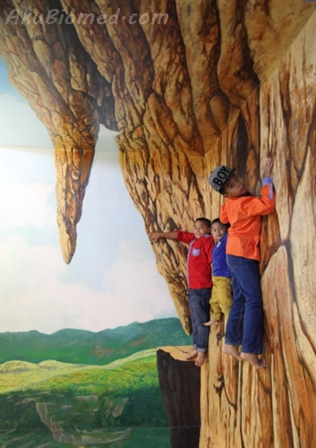 panjat gunung di Magic Art Museum