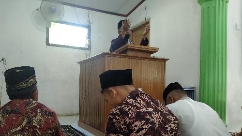 Buya Yakmaludin Khatib Salat Idul Fitri di Surau Cangkeh.
