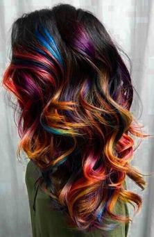 """Como cuidar do cabelo fantasia multicolorido? Foto: Reprodução """"Créditos Pinterest"""""""