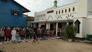 Umat Muslim Di Sekadau Melaksanakan Sholat Idul Fitri Dengan Protokol Kesehatan